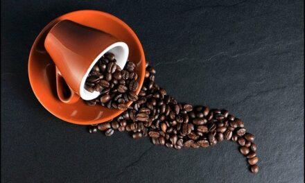 Káva při kojení nevadí tolik jako v těhotenství. Proč ?